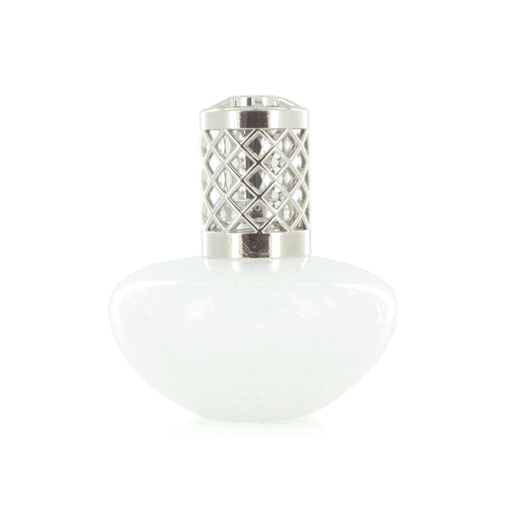 Аромалампа Пушистые Облака (Большие ароматические лампы)Большие ароматические лампы<br>Пушистые облака уносят вас ветрами романтики. Невозможно не влюбиться в эту лампу. Нежную, женственную и полную тайн, ее венчает серебряный колпачок  <br>Правила обращения с продукциейAshleigh&amp;Burwood<br>