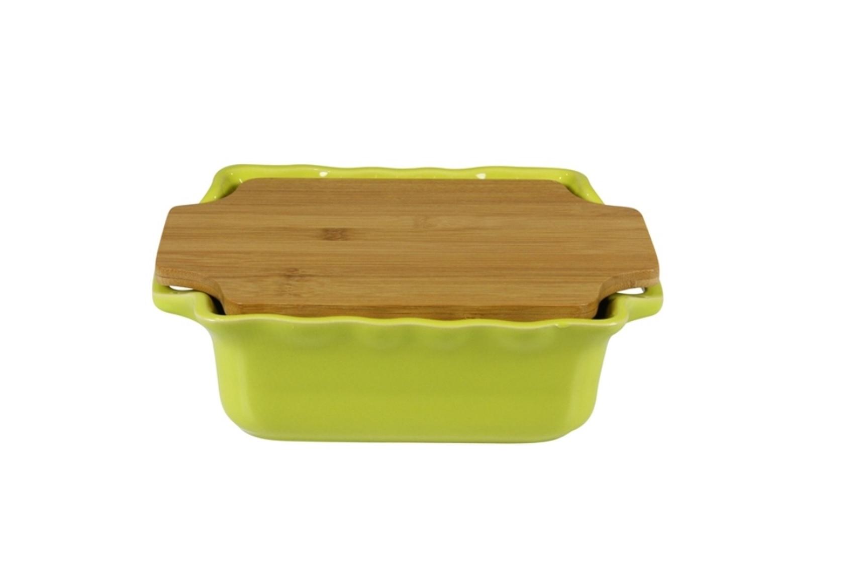 Форма с доской квадратная 25,5 см Appolia Cook&amp;Stock LIGHT GREEN 130025501Формы для запекания (выпечки)<br>Форма с доской квадратная 25,5 см Appolia Cook&amp;Stock LIGHT GREEN 130025501<br><br>В оригинальной коллекции Cook&amp;Stoock присутствуют мягкие цвета трех оттенков. Закругленные углы облегчают чистку. Легко использовать. Компактное хранение. В комплекте натуральные крышки из бамбука, которые можно использовать в качестве подставки, крышки и разделочной доски. Прочная жароустойчивая керамика экологична и изготавливается из высококачественной глины. Прочная глазурь устойчива к растрескиванию и сколам, не содержит свинца и кадмия. Глина обеспечивает медленный и равномерный нагрев, деликатное приготовление с сохранением всех питательных веществ и витаминов, а та же долго сохраняет тепло, что удобно при сервировке горячих блюд.<br>