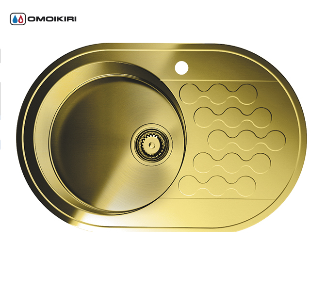 Кухонная мойка из нержавеющей стали OMOIKIRI Kasumigaura 77-1-AB-L (4993070)Кухонные мойки из нержавеющей стали<br>Кухонная мойка из нержавеющей стали OMOIKIRI Kasumigaura 77-1-AB-L (4993070)<br><br>Японская высококачественная хромоникелевая нержавеющая сталь.<br>Оригинальное дизайнерское решение крыла мойки.<br>Матовая полировка, устойчивая к появлению царапин.<br>Упаковка обеспечивает максимально безопасную транспортировку.<br>Мойка упакована в пластиковый пакет, уголки из пенопласта, картонный рукав.<br>В комплект включены крепления, выпуск.<br>Корпус мойки обработан специальным противошумным составом.<br><br>Комплектация:<br><br>донный клапан;<br>крепления;<br>уплотнительная прокладка.<br><br><br><br><br><br><br>Нержавеющая сталь OMOIKIRI<br>Вся нержавеющая сталь OMOIKIRI соответствует маркировке 18/8. Это аустенитная сталь содержит 18% хрома и 8% никеля, что обеспечивает ее максимальную защиту от коррозии.<br>Нержавеющая сталь OMOIKIRI подвергается уникальной обработке холодом «GOKIN»©, повышающей ее твердость и износостойкость.<br><br><br><br><br><br>PVD- и ORB-покрытия<br>Компания OMOIKIRI активно использует новейшие виды износостойких покрытий — PVD и ORB. Технология PVD заключается в напылении конденсации из паровой (газовой) фазы на исходный материал, что придает продукции твёрдость, стойкость и антиаллергические свойства. ORB-покрытие наделяет смеситель оттенком промасленной бронзы.<br><br><br><br><br><br>Кухонные мойки из нержавеющей стали OMOIKIRI при производстве проходят три этапа контроля качества:<br><br>контроль состава нержавеющей стали на соответствие стандартам содержания цветных металлов и указанной маркировке;<br>проверка качества металлических заготовок перед производством;<br>контроль качества изделий на всех этапах производства.<br><br><br><br><br><br>Руководство по монтажу<br><br><br><br>Официальный сертифицированный продавец OMOIKIRI™<br>