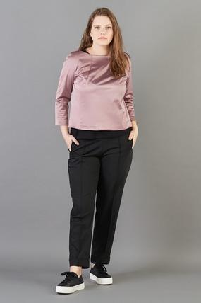 Топ LE-06 SH01 12Хиты продаж<br>Топ - мечта любой девушки: лаконичный и заигрывающий. Воротник в форме лодочки, рукав 5/6, крой, позволяющий подчеркнуть достоинства. Такой топ отлично смотрится в сочетании с брюками, юбкой, кардиганом или жилетом. Рост модели на фото 178 см, размер 54 (российский)<br>