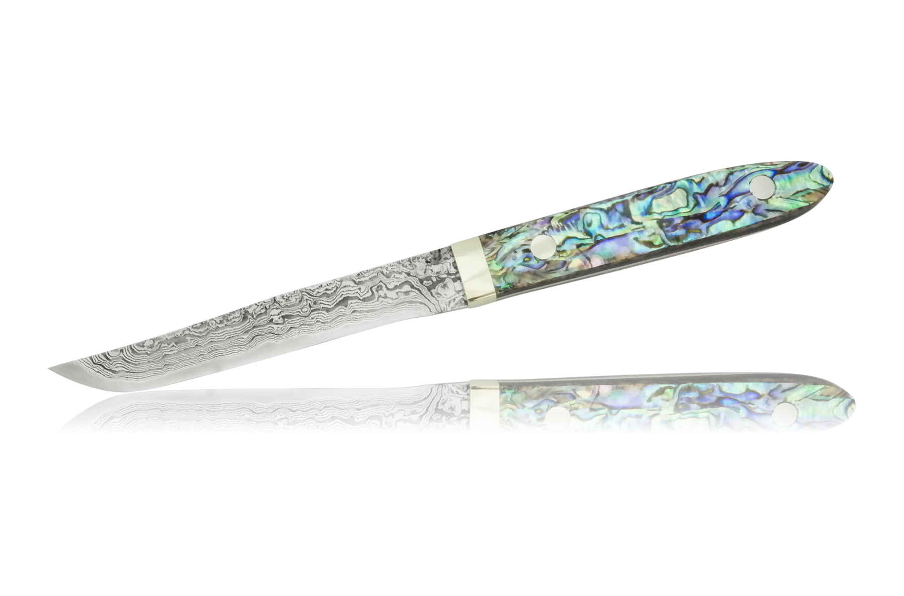 Нож кухонный дл стейка 110мм Hiroo Itou Damaskus HI-1123Hiroo Itou (Япони)<br>Нож кухонный дл стейка 110мм Hiroo Itou Damaskus HI-1123<br><br>Отличительные особенности<br>Что резать:порционный нож дл приема пищи.<br>Материал лезви:R2 – химический состав стали R2 не разглашаетс, известно только, что сталь порошкова. Сталь превосходит все известные ножевые стали (в том числе Cowry X и ZDP-189) по всем основным показателм — сохранени остроты режущей кромки, прочности и сопротивлени ржавчине.<br>Еще одной особенность изготовлени клинков из стали R2 влетс то, что не использутс гриндерные станки дл формировани спусков, не без оснований счита, что они слишком перегреват сталь. Клинки обрабатыватс на медленно вращащемс водном каменном круге.<br>Материал рукотки:Перламутр - внутренний слой раковин пресноводных и морских моллсков, влетс органико-неорганическим композитом натурального происхождени. Жемчуг и перламутр имет почти одинаковый состав.<br>Кому подойдет:авторские, ксклзивные ножи дл истенных ценителей.<br>Описание<br>Хиро Ито - понский мастер из города Fukui (Фукуи), с западного побережь понского острова Хонс.<br><br>Мастер начал делать ножи в 1986 году. Первоначально то была американска технологи, крайне популрна в Японии по сей день: шлифовка клинка из заготовки.<br>С 1987 года начинает профессионально заниматьс ковкой. С 1995 года начинает применть дл своих ножей сталь марки R2, разработанну им совместно с инженерами Kobe Steel Company дл ножей. Это порошковый нержавещий быстрорез с содержанием углерода более 2%. Дл упрочнени клинка и повышени его декоративных свойств, клинки украшат многослойной (33 сло) узорчатой сталь на основе никелевых и хромистых сталей. После травлени новые ножи полирут и получат неповториму по качеству режущу кромку, обладащу великолепными режущими свойствами. Финальну доводку лезви мастер Хиро Ито тоже проводит вручну, счита, что водный полировочный круг на малых оборотах - тоидеальный вариант доводки дл правильного клинка.<br>Материал дл