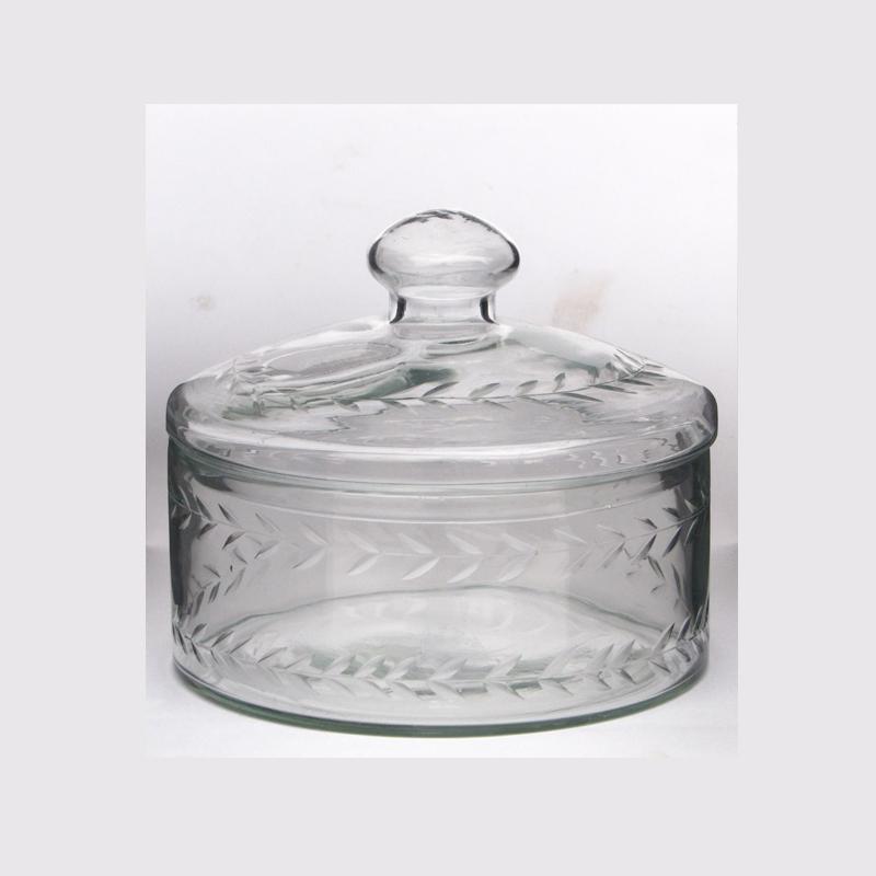 Банка с крышкой прозрачная с гравировкойСтекло Dekoratief<br>Банка с крышкой прозрачная с гравировкой <br>Материал - стекло <br>14x12cm  <br>Dekoratief, Бельгия<br>