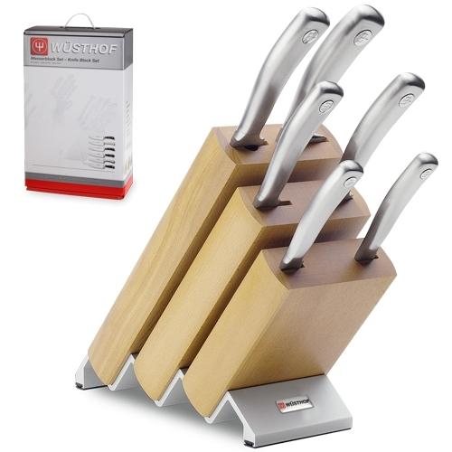 Набор из 6 кухонных ножей и подставки WUSTHOF Culinar арт. 9836Наборы кухонных ножей WUSTHOF<br>Набор из 6 кухонных ножей и подставки WUSTHOF Culinar арт. 9836<br><br>В набор входит:<br><br>нож для чистки 7 см. Артикул 4029 WUS<br>нож для чистки и резки овощей 9 см. Артикул 4039/9 WUS<br>нож для хлеба 20 см. Артикул 4159 WUS<br>нож для резки мяса 20 см. Артикул 4529/20 WUS<br>нож столовый 20 см. Артикул 4589/20 WUS<br>нож обвалочный 14 см. Артикул 4609 WUS<br><br>Отличительные особенности<br>Материал лезвия: сталь кованая, молибден-ванадиевая (X50 Cr Mo V 15) - отличается высочайшим уровнем прочности, обеспечивающимся наличием молибдена и ванадия в ее составе. Оптимальная для ножей твердость лезвия объясняется повышенным содержанием углерода в составе металла и особой технологией его термообработки. Сталь X50CrMoV15 благодаря наличию в ее составе хрома, отличается также повышенной стойкостью к коррозии.<br>Лезвия ножей из стали марки X50CrMoV15 долгое время не нуждаются в дополнительной заточке, они не темнеют и практически не подвержены окислению. Вне зависимости от интенсивности эксплуатации ножи сохраняют свой первозданный вид на протяжении всего срока их использования.<br>Материал рукоятки: нержавеющая сталь - устойчива к воздействию высоких температур и влаги.<br>Кому подойдет:хорошее соотношение цена-качество, отлично подойдет как для домашнего использования, так и для профессиональных поваров.<br>Описание<br>Элегантная и стильная коллекция Culinar от немецкого бренда Wuesthof — это уникальный набор кованых ножей, лезвие которых произведено из высококачественной молибден-ванадиевой, а рукоятки из нержавеющей стали.<br>Ножи серии Culinar заточены вручную, что позволяет без труда поддерживать необходимую остроту изделий в домашних условиях.<br>Высокое качество и несомненная гигиеничность изделий, а также их креативный дизайн делают коллекцию Culinar идеальным выбором для самых требовательных хозяек. Серия представлена шестью основными ножами, два из которых пред