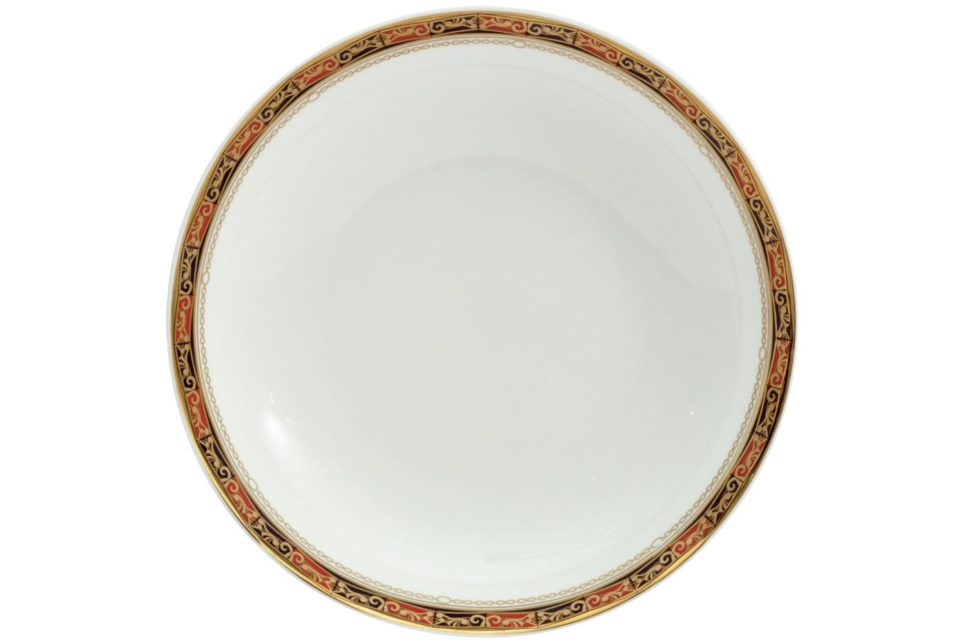 Набор из 6 тарелок суповых Royal Aurel Дерби (20см) арт.726Наборы тарелок<br>Набор из 6 тарелок суповых Royal Aurel Дерби (20см) арт.726<br>Производить посуду из фарфора начали в Китае на стыке 6-7 веков. Неустанно совершенствуя и селективно отбирая сырье для производства посуды из фарфора, мастерам удалось добиться выдающихся характеристик фарфора: белизны и тонкостенности. В XV веке появился особый интерес к китайской фарфоровой посуде, так как в это время Европе возникла мода на самобытные китайские вещи. Роскошный китайский фарфор являлся изыском и был в новинку, поэтому он выступал в качестве подарка королям, а также знатным людям. Такой дорогой подарок был очень престижен и по праву являлся элитной посудой. Как известно из многочисленных исторических документов, в Европе китайские изделия из фарфора ценились практически как золото. <br>Проверка изделий из костяного фарфора на подлинность <br>По сравнению с производством других видов фарфора процесс производства изделий из настоящего костяного фарфора сложен и весьма длителен. Посуда из изящного фарфора - это элитная посуда, которая всегда ассоциируется с богатством, величием и благородством. Несмотря на небольшую толщину, фарфоровая посуда - это очень прочное изделие. Для демонстрации плотности и прочности фарфора можно легко коснуться предметов посуды из фарфора деревянной палочкой, и тогда мы услушим характерный металлический звон. В составе фарфоровой посуды присутствует костяная зола, благодаря чему она может быть намного тоньше (не более 2,5 мм) и легче твердого или мягкого фарфора. Безупречная белизна - ключевой признак отличия такого фарфора от других. Цвет обычного фарфора сероватый или ближе к голубоватому, а костяной фарфор будет всегда будет молочно-белого цвета. Характерная и немаловажная деталь - это невесомая прозрачность изделий из фарфора такая, что сквозь него проходит свет.<br>