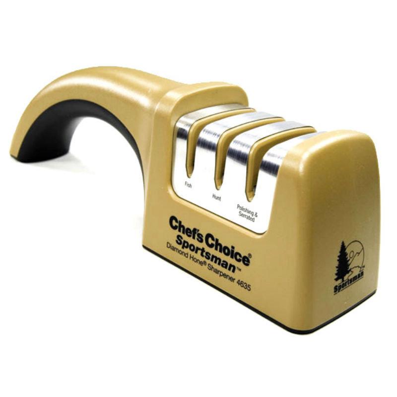 Точилка механическая Chefs Choice СH/4635Ручные механические точилки для ножей<br>Точилка механическая Chefs Choice СH/4635<br>Точилка Chef's Choice CH/4635 оснащена трехступенчатой системой заточки ножей. Точные направляющие создают необходимый угол (15 градусов для азиатских ножей и 20 – для европейских) и затачивают одновременно с двух сторон. Точильные диски реализуют современную технологию CrissCross («крест-накрест»), а их покрытие полностью состоит из алмазных абразивов, которые гарантируют долгий срок службы точильных элементов оборудования. <br>Точилка Chef's Choice CH/4635 подходит для работы с бытовыми, туристическими и карманными ножами европейского и японского стиля. Не рекомендовано для затачивания ножниц и керамических ножей. Разработана и собрана в США.<br>