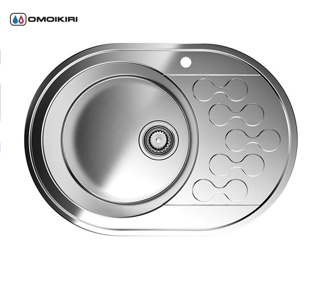 Кухонная мойка из нержавеющей стали OMOIKIRI Kasumigaura 65-1-IN-L (4993008)Кухонные мойки из нержавеющей стали<br>Кухонная мойка из нержавеющей стали OMOIKIRI Kasumigaura 65-1-IN-L (4993008)<br><br>Японская высококачественная хромоникелевая нержавеющая сталь.<br>Оригинальное дизайнерское решение крыла мойки.<br>Матовая полировка, устойчивая к появлению царапин.<br>Упаковка обеспечивает максимально безопасную транспортировку.<br>Мойка упакована в пластиковый пакет, уголки из пенопласта, картонный рукав.<br>В комплект включены крепления, выпуск.<br>Корпус мойки обработан специальным противошумным составом.<br><br>Комплектация:<br><br>донный клапан;<br>крепления;<br>уплотнительная прокладка.<br><br><br><br><br><br><br>Нержавеющая сталь OMOIKIRI<br>Вся нержавеющая сталь OMOIKIRI соответствует маркировке 18/8. Это аустенитная сталь содержит 18% хрома и 8% никеля, что обеспечивает ее максимальную защиту от коррозии.<br>Нержавеющая сталь OMOIKIRI подвергается уникальной обработке холодом «GOKIN»©, повышающей ее твердость и износостойкость.<br><br><br><br><br><br>Кухонные мойки из нержавеющей стали OMOIKIRI при производстве проходят три этапа контроля качества:<br><br>контроль состава нержавеющей стали на соответствие стандартам содержания цветных металлов и указанной маркировке;<br>проверка качества металлических заготовок перед производством;<br>контроль качества изделий на всех этапах производства.<br><br><br><br><br><br>Руководство по монтажу<br><br><br><br>Официальный сертифицированный продавец OMOIKIRI™<br>