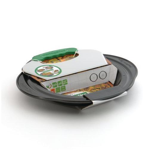 Форма для запекания с инструментом для нарезания 34*30*4см BergHOFF Perfect Slice 1100055Формы для выпечки<br>Форма для запекания с инструментом для нарезания 34*30*4см BergHOFF Perfect Slice 1100055<br><br>Уникальная запатентованная линия посуды с разметкой и инструментом для нарезания для контроля за размерами порций. Изготовлена из утолщенной стали, что гарантирует отсутствие деформации. Ручки спроектированы для безопасного и удобного захвата (даже в надетых кухонных рукавицах). Антипригарное покрытие FernoGreen позволяет легко извлекать продукт из формы и не содержит ПФОК, кадмия и свинца. Вы можете сами определить свою порцию, что облегчает контроль за рационом для диабетиков и желающих похудеть. Красиво и равномерно нарезанные кусочки выглядят профессионально. Огромное количество вариантов нарезки: вот лишь некоторые предложения.Мы по-прежнему рекомендуем мыть вручную: получится быстро благодаря антипригарному покрытию и отимально для сохранения его качества. <br>Состав набора:1x форма для выпечки 34 x 30 x 4,5 cm1x инструмент для нарезания 25 x 14 x 1 cm<br>Официальный продавец BergHOFF<br>