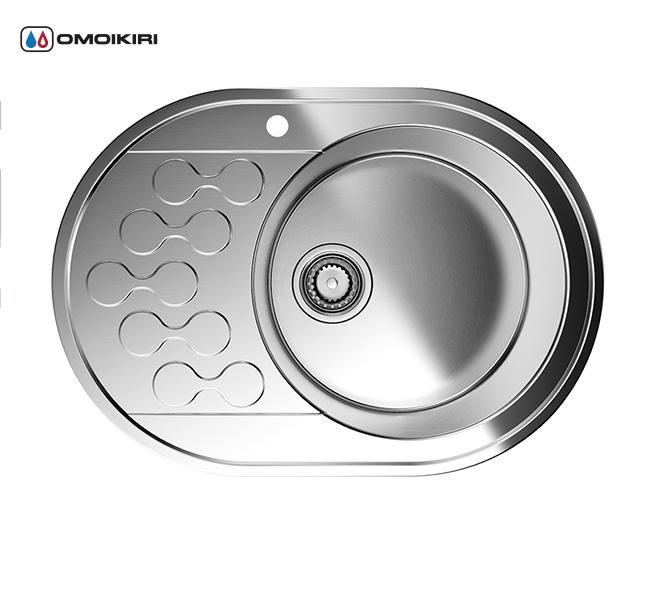 Кухонная мойка из нержавеющей стали OMOIKIRI Kasumigaura 65-1-IN-R (4993001)Кухонные мойки из нержавеющей стали<br>Кухонная мойка из нержавеющей стали OMOIKIRI Kasumigaura 65-1-IN-R (4993001)<br><br><br>Японская высококачественная хромоникелевая нержавеющая сталь.<br>Оригинальное дизайнерское решение крыла мойки.<br>Матовая полировка, устойчивая к появлению царапин.<br>Упаковка обеспечивает максимально безопасную транспортировку.<br>Мойка упакована в пластиковый пакет, уголки из пенопласта, картонный рукав.<br>В комплект включены крепления, выпуск.<br>Корпус мойки обработан специальным противошумным составом.<br><br><br>Комплектация:<br><br>донный клапан;<br>крепления;<br>уплотнительная прокладка.<br><br><br><br><br><br><br>Нержавеющая сталь OMOIKIRI<br>Вся нержавеющая сталь OMOIKIRI соответствует маркировке 18/8. Это аустенитная сталь содержит 18% хрома и 8% никеля, что обеспечивает ее максимальную защиту от коррозии.<br>Нержавеющая сталь OMOIKIRI подвергается уникальной обработке холодом «GOKIN»©, повышающей ее твердость и износостойкость.<br><br><br><br><br><br>Кухонные мойки из нержавеющей стали OMOIKIRI при производстве проходят три этапа контроля качества:<br><br>контроль состава нержавеющей стали на соответствие стандартам содержания цветных металлов и указанной маркировке;<br>проверка качества металлических заготовок перед производством;<br>контроль качества изделий на всех этапах производства.<br><br><br><br><br><br>Руководство по монтажу<br><br><br><br>Официальный сертифицированный продавец OMOIKIRI™<br>
