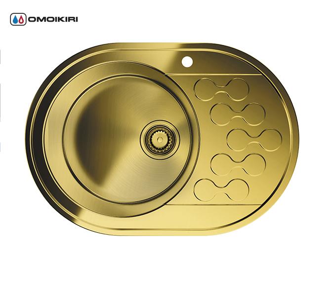 Кухонная мойка из нержавеющей стали OMOIKIRI Kasumigaura 65-1-AB-L (4993068)Кухонные мойки из нержавеющей стали<br>Кухонная мойка из нержавеющей стали OMOIKIRI Kasumigaura 65-1-AB-L (4993068)<br><br>Японская высококачественная хромоникелевая нержавеющая сталь.<br>Оригинальное дизайнерское решение крыла мойки.<br>Матовая полировка, устойчивая к появлению царапин.<br>Упаковка обеспечивает максимально безопасную транспортировку.<br>Мойка упакована в пластиковый пакет, уголки из пенопласта, картонный рукав.<br>В комплект включены крепления, выпуск.<br>Корпус мойки обработан специальным противошумным составом.<br><br>Комплектация:<br><br>донный клапан;<br>крепления;<br>уплотнительная прокладка.<br><br><br><br><br><br><br>Нержавеющая сталь OMOIKIRI<br>Вся нержавеющая сталь OMOIKIRI соответствует маркировке 18/8. Это аустенитная сталь содержит 18% хрома и 8% никеля, что обеспечивает ее максимальную защиту от коррозии.<br>Нержавеющая сталь OMOIKIRI подвергается уникальной обработке холодом «GOKIN»©, повышающей ее твердость и износостойкость.<br><br><br><br><br><br>PVD- и ORB-покрытия<br>Компания OMOIKIRI активно использует новейшие виды износостойких покрытий — PVD и ORB. Технология PVD заключается в напылении конденсации из паровой (газовой) фазы на исходный материал, что придает продукции твёрдость, стойкость и антиаллергические свойства. ORB-покрытие наделяет смеситель оттенком промасленной бронзы.<br><br><br><br><br><br>Кухонные мойки из нержавеющей стали OMOIKIRI при производстве проходят три этапа контроля качества:<br><br>контроль состава нержавеющей стали на соответствие стандартам содержания цветных металлов и указанной маркировке;<br>проверка качества металлических заготовок перед производством;<br>контроль качества изделий на всех этапах производства.<br><br><br><br><br><br>Руководство по монтажу<br><br><br><br>Официальный сертифицированный продавец OMOIKIRI™<br>