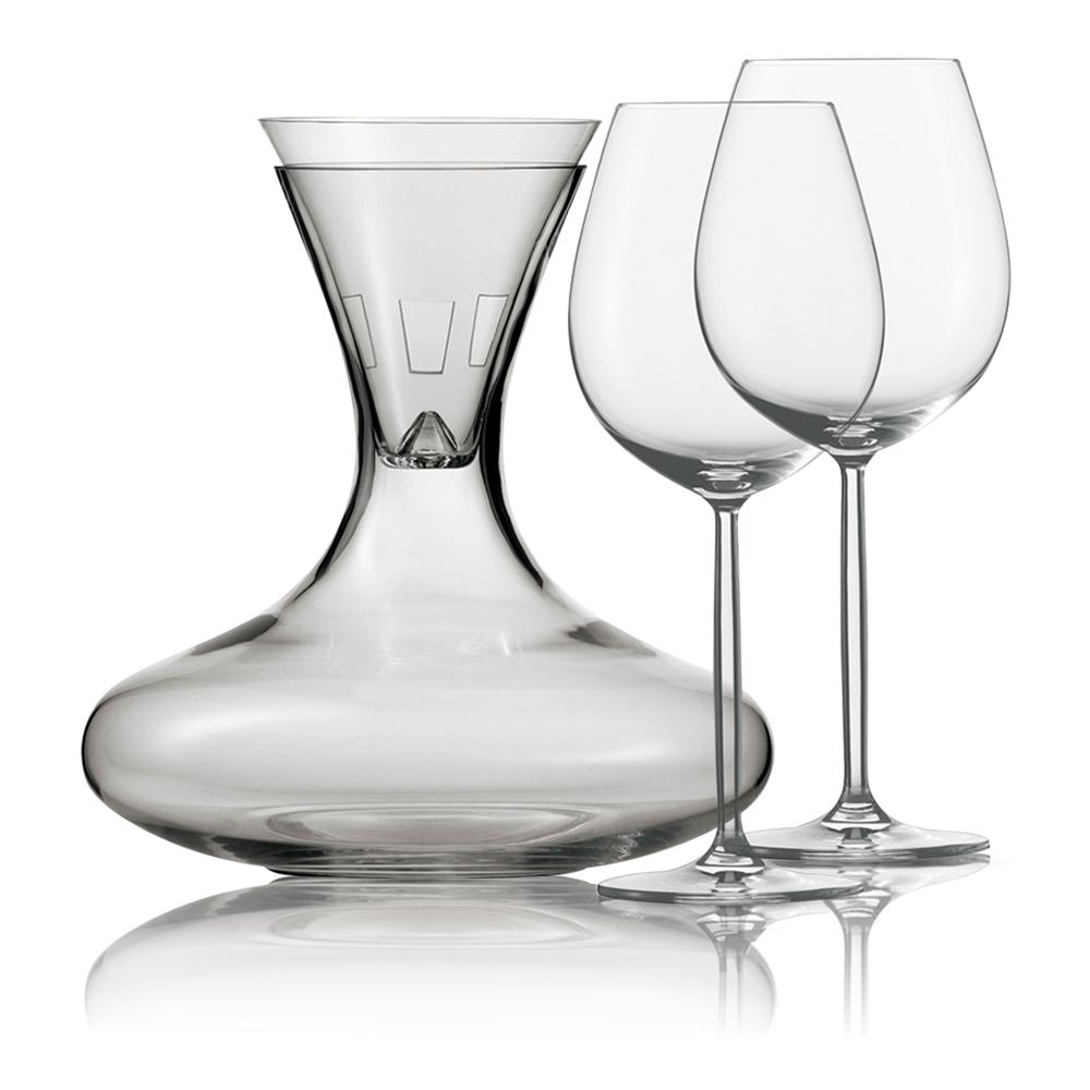 Набор для красного вина (декантер, воронка, 2 бокала для красн. вина 613 мл) Diva SCHOTT ZWIESEL Diva арт. 106 085Посуда для сервировки<br>Набор для красного вина (декантер, воронка, 2 бокала для красн. вина 613 мл) Diva SCHOTT ZWIESEL Diva арт. 106 086<br><br>вид упаковки: подарочнаяматериал: хрустальное стеклоназначение: для винаобъем (мл): 613предметов в наборе (штук): 4страна: Германия<br>Для того чтобы вино полностью раскрыло свой вкус и аромат, ему необходимо насытиться воздухом. Об этом прекрасно известно дизайнерам немецкой компании Schott Zwiesel, создавшим эту изумительную коллекцию декантеров из хрустального стекла.<br>Гордость компании — хрустальное стекло, необыкновенно тонкий, легкий, но очень прочный материал, инертный к любым химическим и биологическим воздействиям. Неудивительно, что вино в таком сосуде полностью сохранит свой неповторимый букет и подарит минуты наслаждения настоящим ценителям благородных напитков.<br>