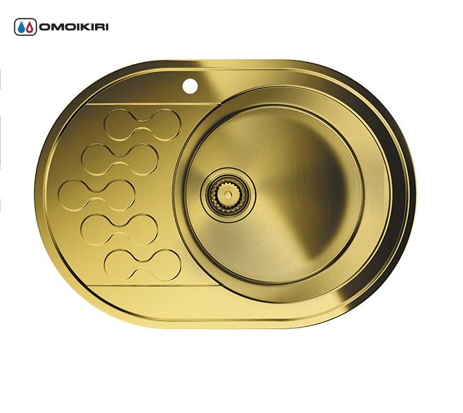 Кухонная мойка из нержавеющей стали OMOIKIRI Kasumigaura 65-1-AB-R (4993069)Кухонные мойки из нержавеющей стали<br>Кухонная мойка из нержавеющей стали OMOIKIRI Kasumigaura 65-1-AB-R (4993069)<br><br><br>Японская высококачественная хромоникелевая нержавеющая сталь.<br>Оригинальное дизайнерское решение крыла мойки.<br>Матовая полировка, устойчивая к появлению царапин.<br>Упаковка обеспечивает максимально безопасную транспортировку.<br>Мойка упакована в пластиковый пакет, уголки из пенопласта, картонный рукав.<br>В комплект включены крепления, выпуск.<br>Корпус мойки обработан специальным противошумным составом.<br><br><br>Комплектация:<br><br>донный клапан;<br>крепления;<br>уплотнительная прокладка.<br><br><br><br><br><br><br>Нержавеющая сталь OMOIKIRI<br>Вся нержавеющая сталь OMOIKIRI соответствует маркировке 18/8. Это аустенитная сталь содержит 18% хрома и 8% никеля, что обеспечивает ее максимальную защиту от коррозии.<br>Нержавеющая сталь OMOIKIRI подвергается уникальной обработке холодом «GOKIN»©, повышающей ее твердость и износостойкость.<br><br><br><br><br><br>PVD- и ORB-покрытия<br>Компания OMOIKIRI активно использует новейшие виды износостойких покрытий — PVD и ORB. Технология PVD заключается в напылении конденсации из паровой (газовой) фазы на исходный материал, что придает продукции твёрдость, стойкость и антиаллергические свойства. ORB-покрытие наделяет смеситель оттенком промасленной бронзы.<br><br><br><br><br><br>Кухонные мойки из нержавеющей стали OMOIKIRI при производстве проходят три этапа контроля качества:<br><br>контроль состава нержавеющей стали на соответствие стандартам содержания цветных металлов и указанной маркировке;<br>проверка качества металлических заготовок перед производством;<br>контроль качества изделий на всех этапах производства.<br><br><br><br><br><br>Руководство по монтажу<br><br><br><br>Официальный сертифицированный продавец OMOIKIRI™<br>