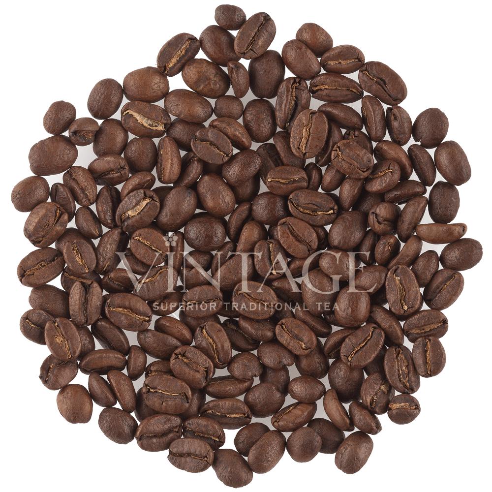 Перу Финка Розенхайм (зерновой кофе)Чистые плантационные сорта кофе<br>Перу Финка Розенхайм (зерновой кофе)<br><br>Ингредиенты:100% арабика, средн степень обжаривани.<br>Вкус: специи и древесные нотки.<br>Описание: Уже три поколени семьи Розенхайм на собственной вилле в Перу заниматс производством того сорта. Плантаци располагаетс на высоте 1600 метров над уровнем мор, что благопритствует созревани самых лучших кофейных бобов. Сезон сбора урожа длитс приблизительно 3-4 месца, в течение которого вручну собират только спелые плоды. <br>Обработка же кофейных бобов осуществлетс непосредственно на ферме. Первый тап – небезызвестный, влажный метод обработки, после чего кофейные бобы проходт ферментаци, просыхат под солнечными лучами на протжении трех-семи дней в зависимости от погодных условий. Равномерну просушку обеспечивает перемешивание в течение всего дн, в результате боб приобретает красивый нефритовый оттенок. В течении следущих трех месцев боб остаетс в кожуре, чтобы «отдохнуть», такой подход объснетс последущим приобретением кофейным бобом однородных свойств. <br>Такой боб классифицируетс как SHB, что буквально означает «абсолтно твердый боб» и влетс одним из уникальных сортов, известных по всему миру. По прошествии трех месцев кожуру убират и готовт к кспорту. Весь урожай Розенхайм составлет в среднем 19,5 тонн в год. Аромат и вкус того кофе чуть цветочный, вместе с тем немного прный.<br>