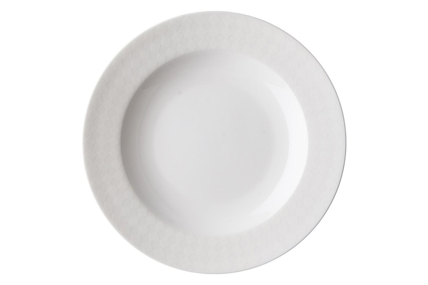 Набор из 6 тарелок Royal Aurel Честер (20см) арт.534Наборы тарелок<br>Набор из 6 тарелок Royal Aurel Честер (20см) арт.534<br>Производить посуду из фарфора начали в Китае на стыке 6-7 веков. Неустанно совершенствуя и селективно отбирая сырье для производства посуды из фарфора, мастерам удалось добиться выдающихся характеристик фарфора: белизны и тонкостенности. В XV веке появился особый интерес к китайской фарфоровой посуде, так как в это время Европе возникла мода на самобытные китайские вещи. Роскошный китайский фарфор являлся изыском и был в новинку, поэтому он выступал в качестве подарка королям, а также знатным людям. Такой дорогой подарок был очень престижен и по праву являлся элитной посудой. Как известно из многочисленных исторических документов, в Европе китайские изделия из фарфора ценились практически как золото. <br>Проверка изделий из костяного фарфора на подлинность <br>По сравнению с производством других видов фарфора процесс производства изделий из настоящего костяного фарфора сложен и весьма длителен. Посуда из изящного фарфора - это элитная посуда, которая всегда ассоциируется с богатством, величием и благородством. Несмотря на небольшую толщину, фарфоровая посуда - это очень прочное изделие. Для демонстрации плотности и прочности фарфора можно легко коснуться предметов посуды из фарфора деревянной палочкой, и тогда мы услушим характерный металлический звон. В составе фарфоровой посуды присутствует костяная зола, благодаря чему она может быть намного тоньше (не более 2,5 мм) и легче твердого или мягкого фарфора. Безупречная белизна - ключевой признак отличия такого фарфора от других. Цвет обычного фарфора сероватый или ближе к голубоватому, а костяной фарфор будет всегда будет молочно-белого цвета. Характерная и немаловажная деталь - это невесомая прозрачность изделий из фарфора такая, что сквозь него проходит свет.<br>