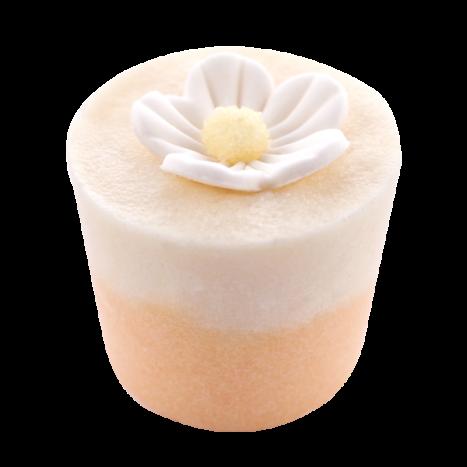 Крем-десерт для ванны Fleur de Tiare / Королевский Цветок (Подарки для женщин)Подарки для женщин<br>Десерт-сливки для 1 или 2 приемов ванны или душа.<br>Коллекция продуктов с маслами какао и ши, которые могут быть использованы как в ванной, так и в душе для невероятно нежной кожи… Угощение для кожи тела с тонким ароматом, которое оставляет ее мягкой и увлажненной.<br>Эти продукты созданы, чтобы успокоить даже самую сухую кожу.<br>Это средство для естественного питания и увлажнения тела изготавливается полностью вручную в ателье Autour Du Bain в Тулузе.<br>Этот продукт с выраженным увлажняющим эффектом может быть использован как при принятии ванны, так и в душе.<br>Во время принятия ванны: дайте ему полностью или частично раствориться (в случае, когда вы достаете из воды, оно перестает растворяться). Кожа не только смягчается, но и глубоко увлажняется.<br>В душе: после использования геля для душа или мыла Autour Du Bain подставьте «кекс» под воду, он начнет пузыриться, нанесите его на кожу и быстро смойте. Кожа увлажняется и обретает шелковистость, как после использования крема для тела. Это позволяет ей сохранять упругость и эластичность в течение 48 часов.<br>Вы почувствуете мгновенное увлажнение!<br>Не употреблять в пищу. Хранить в недоступном для детей месте.<br>