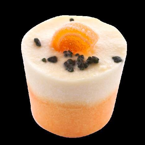 Крем-десерт для ванны Fruit de la Passion / Маракуйя (Кексы и десерты для ухода за кожей)Кексы и десерты для ухода за кожей<br>Десерт-сливки для 1 или 2 приемов ванны или душа.<br>Коллекция продуктов с маслами какао и ши, которые могут быть использованы как в ванной, так и в душе для невероятно нежной кожи… Угощение для кожи тела с тонким ароматом, которое оставляет ее мягкой и увлажненной.<br>Эти продукты созданы, чтобы успокоить даже самую сухую кожу.<br>Это средство для естественного питания и увлажнения тела изготавливается полностью вручную в ателье Autour Du Bain в Тулузе.<br>Этот продукт с выраженным увлажняющим эффектом может быть использован как при принятии ванны, так и в душе.<br>Во время принятия ванны: дайте ему полностью или частично раствориться (в случае, когда вы достаете из воды, оно перестает растворяться). Кожа не только смягчается, но и глубоко увлажняется.<br>В душе: после использования геля для душа или мыла Autour Du Bain подставьте «кекс» под воду, он начнет пузыриться, нанесите его на кожу и быстро смойте. Кожа увлажняется и обретает шелковистость, как после использования крема для тела. Это позволяет ей сохранять упругость и эластичность в течение 48 часов.<br>Вы почувствуете мгновенное увлажнение!<br>Не употреблять в пищу. Хранить в недоступном для детей месте.<br>