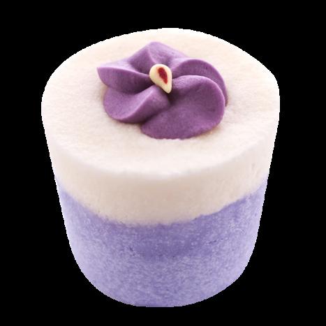 Крем-десерт для ванны Violette / Фиалка (Кексы и десерты для ухода за кожей)Кексы и десерты для ухода за кожей<br>Десерт-сливки для 1 или 2 приемов ванны или душа.<br>Коллекция продуктов с маслами какао и ши, которые могут быть использованы как в ванной, так и в душе для невероятно нежной кожи… Угощение для кожи тела с тонким ароматом, которое оставляет ее мягкой и увлажненной. Эти продукты созданы, чтобы успокоить даже самую сухую кожу.<br>Это средство для естественного питания и увлажнения тела изготавливается полностью вручную в ателье Autour Du Bain в Тулузе.<br>Этот продукт с выраженным увлажняющим эффектом может быть использован как при принятии ванны, так и в душе.<br>Во время принятия ванны: дайте ему полностью или частично раствориться (в случае, когда вы достаете из воды, оно перестает растворяться). Кожа не только смягчается, но и глубоко увлажняется.<br>В душе: после использования геля для душа или мыла Autour Du Bain подставьте «кекс» под воду, он начнет пузыриться, нанесите его на кожу и быстро смойте. Кожа увлажняется и обретает шелковистость, как после использования крема для тела. Это позволяет ей сохранять упругость и эластичность в течение 48 часов.<br>Вы почувствуете мгновенное увлажнение!<br>Не употреблять в пищу. Хранить в недоступном для детей месте.<br>