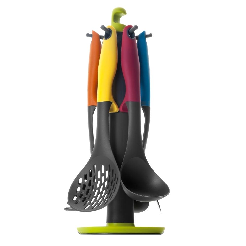 Набор кухонных принадлежностей, 6 предметов на подставке, нейлон, (мах 210 С) IBILI Colorful арт. 740500Посуда для приготовления IBILI (Испания)<br>вид упаковки:подарочнаявысота (см):40.0диаметр (см):15.0материал:пластикпредметов в наборе (штук):7ручки:пластикстрана:Испания<br><br>Коллекция ярких и стильных аксессуаров Colorful — это множество кухонных принадлежностей, необходимых для ежедневного приготовления вкусных домашних блюд. Лопатки, ложки, половники, шумовки с яркими ручками, изготовленные из высококачественного жаростойкого нейлона, прекрасно выдерживают максимальные температуры, не деформируясь и не выделяя токсинов.<br>Упругая структура материала, из которого изготовлены аксессуары, исключает появление царапин на посуде, поэтому кухонные принадлежности серии Colorful можно использовать для приготовления блюд в кастрюлях и сковородах с деликатным антипригарным покрытием.<br>Официальный продавец IBILI<br>