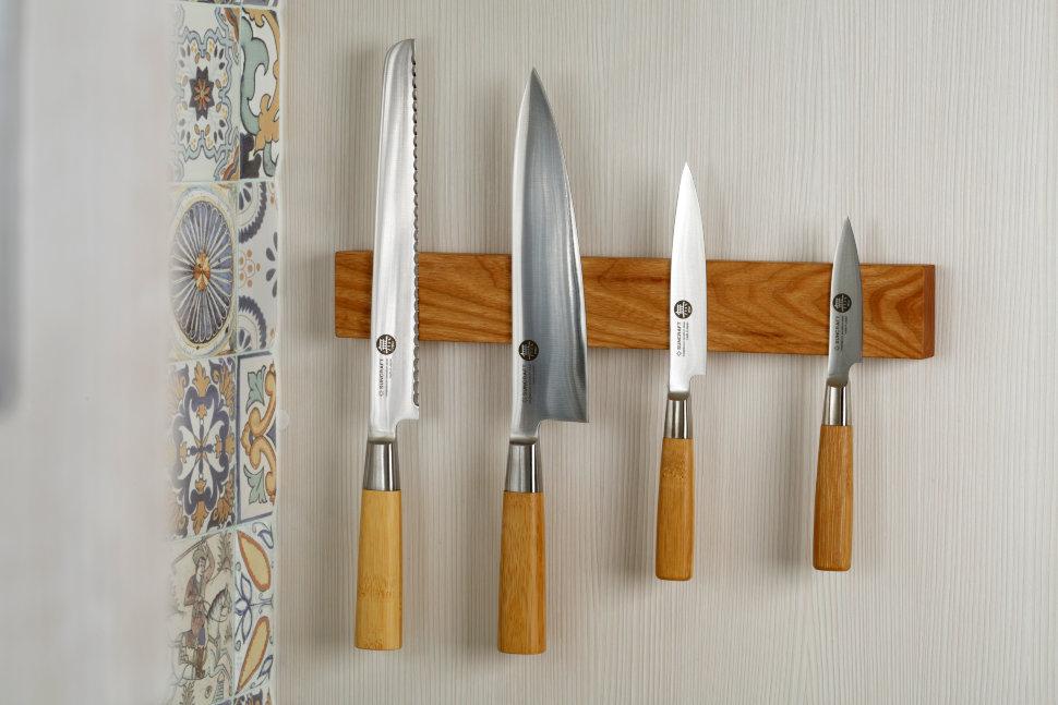 Магнитная планка для ножей 35 см Chef (ясень) CH-003Магнитные держатели для ножей<br>Планки изготовлены из ценной породы дерева (ясень) и покрыты льняным маслом.<br>Благодаря деревянной структуре не тупит кромку ножа.<br>Внутри неодимовые магниты большой силы, способные выдержать вес практически любого ножа .<br>Размеры: 350 х 50 х 25 мм.<br>