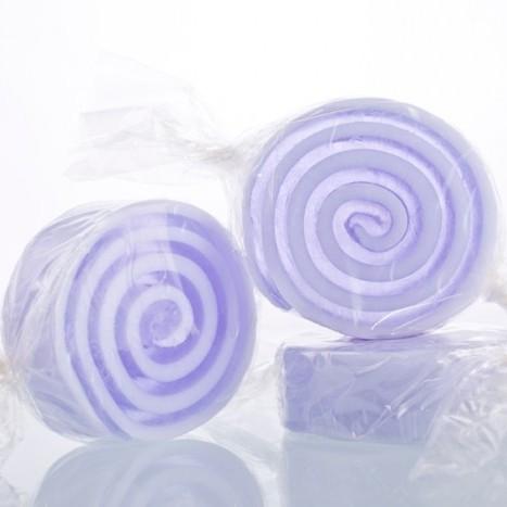 Мыло-конфета Фиалка (Мыло в форме кексов и сладостей)Мыло в форме кексов и сладостей<br>Мыло в форме конфет 45г. Фиалка<br>Не употреблять в пищу<br>Хранить в недоступном месте для детей до 4-х лет<br>