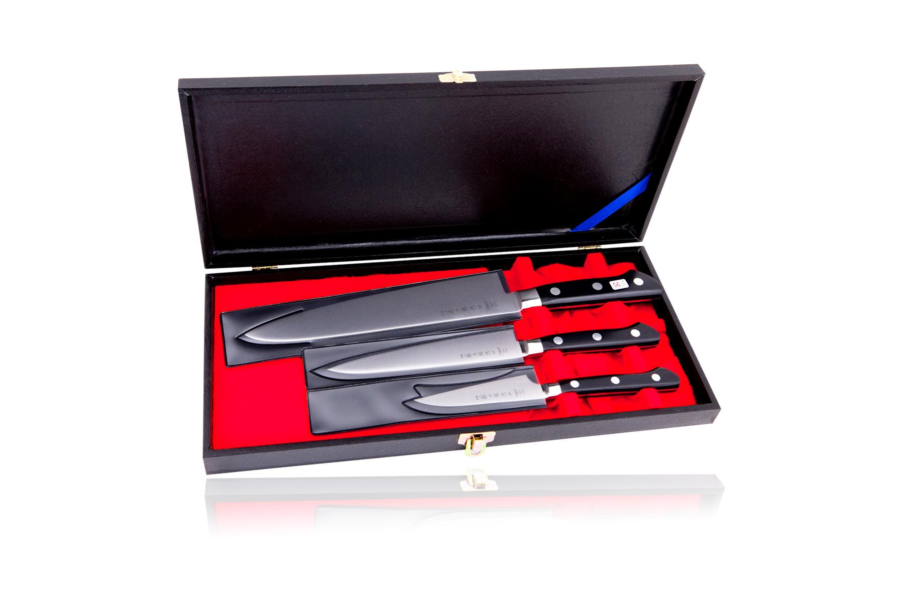 Набор из 3 кухонных ножей Tojiro Western Knife (DP-GIFTSET-A)Tojiro Western Knife<br>Набор из 3 кухонных ножей Tojiro Western Knife (DP-GIFTSET-A)<br><br>В наборе:<br><br>Нож кухонный стальной овощной (90мм) Tojiro Western Knife F-800<br>Нож кухонный стальной универсальный (150мм) Tojiro Western Knife F-802<br>Нож кухонный стальной Шеф (210мм) Tojiro Western Knife F-808<br>Подарочная упаковка.<br><br>Клинки ножей изготовлены под строгим контролем качества, имеют более высокую остроту, прочность и коррозионную стойкость, чем любые другие ножи. Клинки ножей данной серии изготовлены из стали VG-10, разработанной специально для производства ножей. Режущий слой закален до 60HRC. Более мягкие обкладки предохраняют клинки от поломки, позволяя закалить режущий слой на максимальную твердость. <br>При изготовлении ножей серии Tojiro Western Knife используется более пяти технологических операций и тратится много времени на заточку и полировку клинков. <br>Рукояти ножей серии Tojiro Western Knife имеют традиционную европейскую форму. Изготовлены из материала ECO WOOD с упором на удобство и практичность. ECO WOOD не только экологически чистый материал, но со временем имеет меньшую усадку и это означает, что рукоять остается работоспособной в течение долгого времени. Вы всегда будете чувствовать, как будто это просто новая рукоять. <br>Компания Тоджиро придает первоочередное значение прочности: при сборке рукояти используются 3 заклепки. ECO WOOD позволяет производить рукояти с меньшим количеством трещин, менее рыхлые, чем рукояти из обычного дерева. Рукоять из ECO WOOD - рукоять для профессионалов.<br>Официальный сертифицированный продавец TOJIRO<br>