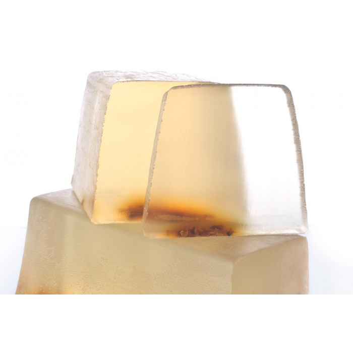 Нарезное прозрачное мыло Fleur d'Oranger /  Цветок апельсина (Нарезное мыло)Нарезное мыло<br>Нарезное прозрачное мыло Fleur dOranger / Цветок апельсина<br>Померанец, масло нероли и петитгрейн из Парагвая на фоне листьев апельсинового дерева и белого мускуса.<br>Прозрачные и матовые кусочки мыла сделаны вручную из натуральных растительных масел и глицерина (18%), производных сахара и мягких эмульгаторов.<br>Их ароматы созданы в колыбели французской парфюмерной индустрии, в местности неподалеку от Грасса. Здесь, «нос», или парфюмер, специально создает натуральные ароматы специально для Autour du Bain,используя широкий набор ингредиентов, эксклюзивно подобранный для каждого аромата.<br>