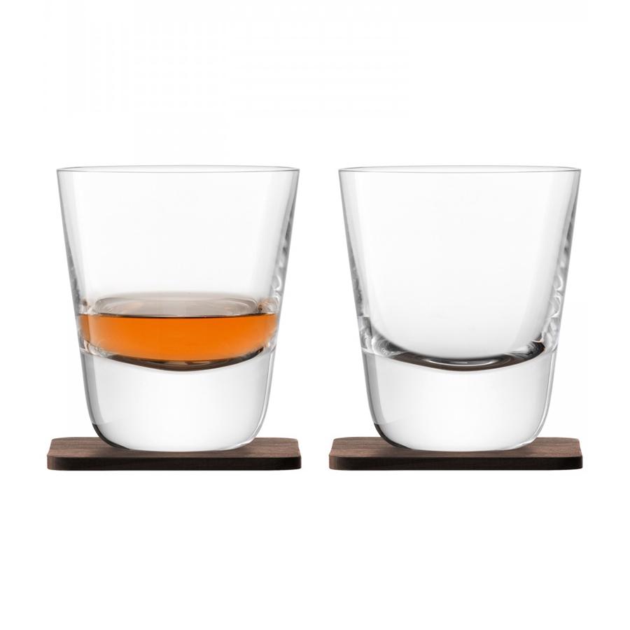 Стакан Arran Whisky с деревянной подставкой  2 шт. LSA G1212-09-301Бокалы и стаканы<br>Коллекция Whisky от LSA International — это собрание вековых традиции Шотландии в сочетании с современным дизайном. Сет из 2-х стаканов был создан мастерами с учетом старинного искусства дистилляции виски. Утолщенное дно и подставка их ореха ручной работы навевает мысли об основательности и долгой выдержке благородного напитка в деревянных бочках. Набор упакован в красивую подарочную коробку и станет украшением любого бара.<br>