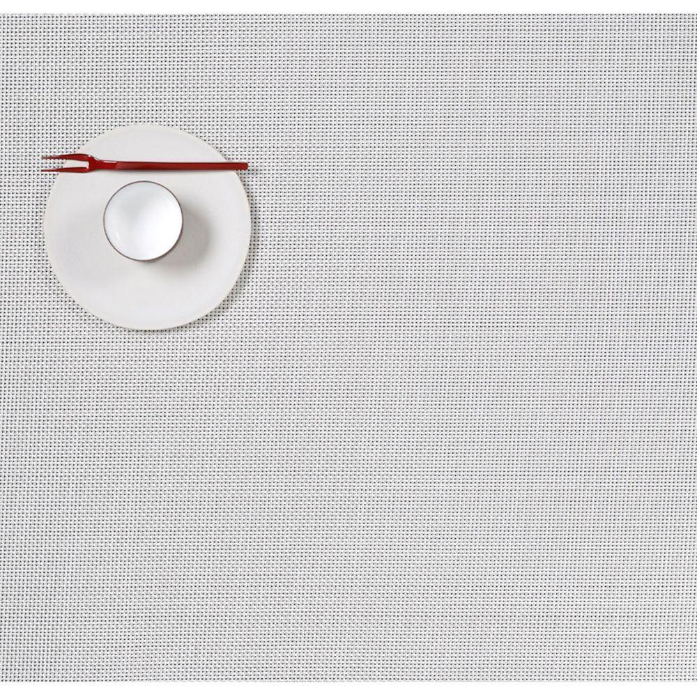 Салфетка подстановочная, жаккардовое плетение, винил, (36х48) White (100132-020) CHILEWICH Mini Basketweave арт. 0025-MNBK-WHITСервировка стола<br>Салфетки и подставки для посуды от американского дизайнера Сэнди Чилевич, выполнены из виниловых нитей — современного материала, позволяющего создавать оригинальные текстуры изделий без ущерба для их долговечности. Возможно, именно в этом кроется главный секрет популярности этих стильных салфеток.<br>Впрочем, это не мешает подставочным салфеткам Chilewich оставаться достаточно демократичными, для того чтобы занять своё место и на вашем столе. Вашему вниманию предлагается широкий выбор вариантов дизайна спокойных тонов, способного органично вписаться практически в любой интерьер.<br><br>длина (см):48материал:винилпредметов в наборе (штук):1страна:СШАширина (см):36.0<br>Официальный продавец CHILEWICH<br>