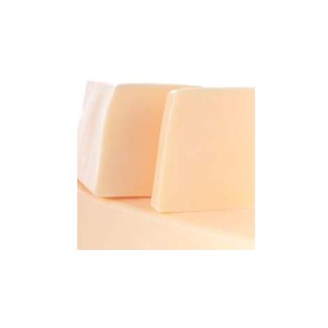 Нарезное матовое мыло Королевский цветок (Нарезное мыло)Нарезное мыло<br>Нарезное матовое мыло Королевский цветок<br>Цветочно-ягодный соблазн. Верхняя нота ягод приглашает сердечные ароматы красного и белого жасмина, оставляя послевкусие из экзотического насыщенного запаха монои.<br>Прозрачные и матовые кусочки мыла сделаны вручную из натуральных растительных масел и глицерина (18%), производных сахара и мягких эмульгаторов.<br>Их ароматы созданы в колыбели французской парфюмерной индустрии, в местности неподалеку от Грасса. Здесь, «нос», или парфюмер, специально создает натуральные ароматы специально для Autour du Bain,используя широкий набор ингредиентов, эксклюзивно подобранный для каждого аромата.<br>