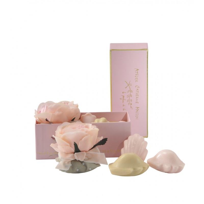 Серия «МАДЛЕН ДЕ ПРУСТ» Мыло в форме кексов и сладостей<br>Подушечка-саше и два мыла Мадлен в маленькой розовой коробке<br>
