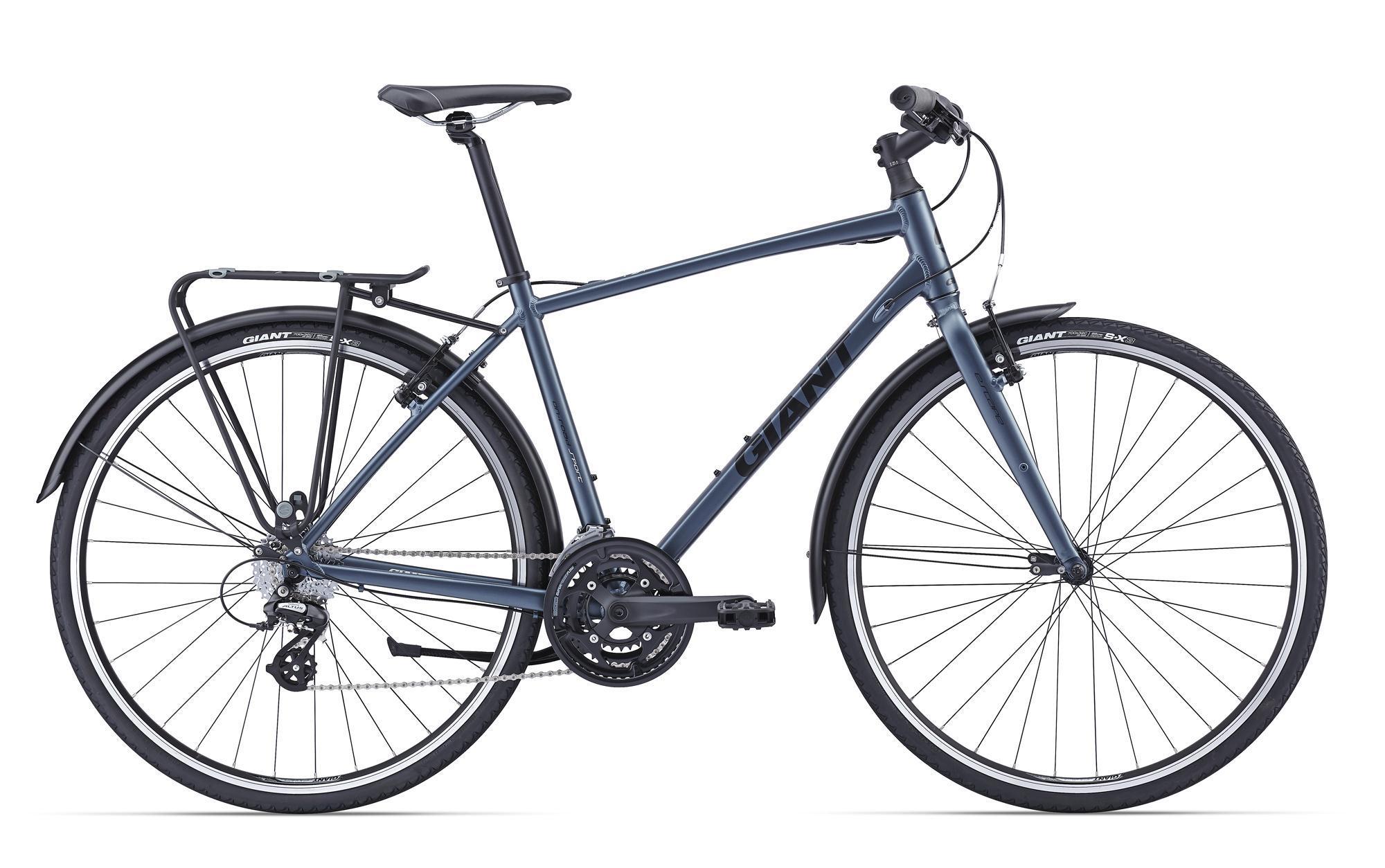 Giant Escape 2 City-WEST (2016)Дорожные<br>Это именно тот велосипед, который представляешь себе при слове «городской». Он мягко катится, легко разгоняется, удобен и очень практичен. Настоящий антистресс на все случаи жизни. Рама из алюминия ALUXX имеет низкий вес и завидную прочность, 24 скорости – более чем достаточно для любого городского рельефа, на больших колесах 700с стоят шины с защитой от проколов – во избежание мелких неприятностей. В комплекте много приятных дополнений – вместительный багажник позволит с легкостью разместить на нем мешающие вещи, а полноразмерные крылья не только защищают от брызг и грязи, но и добавляют Escape 2 City-West особого шарма.<br>