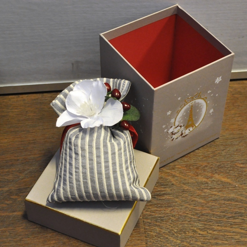 Серия «Рождество в Париже» Саше<br>Серия Рождество в Париже Большой мешочек-саше в большой серой коробке<br>