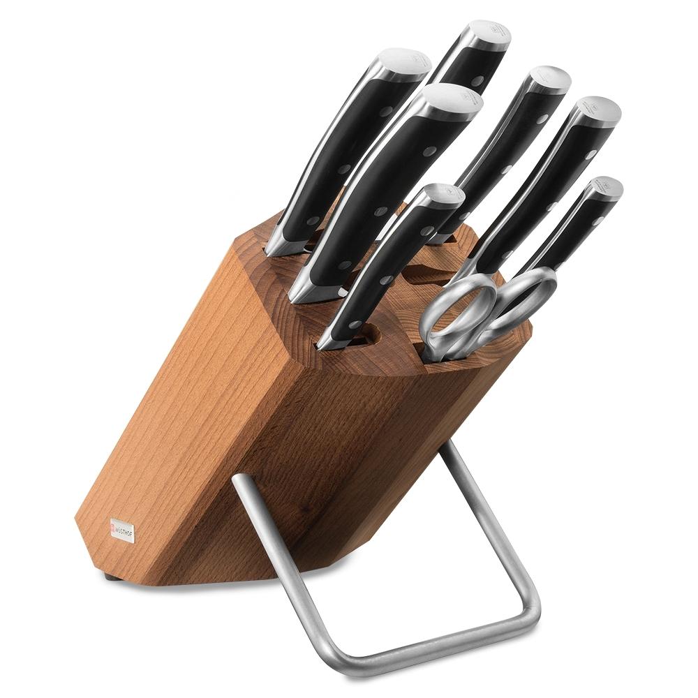 Набор из 6 кухонных ножей, мусата, ножниц и подставки WUSTHOF Classic Ikon арт. 9882 WUSКухонные ножи WUSTHOF Classic Ikon<br>Набор из 6 кухонных ножей, мусата, ножниц и подставки WUSTHOF Classic Ikon арт. 9882 WUS<br>В набор входит:<br><br>нож для чистки и резки овощей 9 см, артикул 4086/9<br> нож для нарезки колбасы 14 см, артикул 4126/14 <br>нож для хлеба 23 см, артикул 4166/23 <br>нож Сантоку с углублениями на кромке 17 см, артикул4176<br> нож для бутербродов 16 см, артикул 4506/16 <br>нож поварской 20 см, артикул 4596/20 WUS <br>мусат 26 см, артикул 4468/26<br> ножницы кухонные 17 см, артикул 5553<br>деревянная подставка<br><br>Материал лезвия: сталь кованая, молибден-ванадиевая (X50 Cr Mo V 15) - отличается высочайшим уровнем прочности, обеспечивающимся наличием молибдена и ванадия в ее составе. Оптимальная для ножей твердость лезвия объясняется повышенным содержанием углерода в составе металла и особой технологией его термообработки. Сталь X50CrMoV15 благодаря наличию в ее составе хрома, отличается также повышенной стойкостью к коррозии.<br>Лезвия ножей из стали марки X50CrMoV15 долгое время не нуждаются в дополнительной заточке, они не темнеют и практически не подвержены окислению. Вне зависимости от интенсивности эксплуатации ножи сохраняют свой первозданный вид на протяжении всего срока их использования.<br>Материал рукоятки: полиоксиметилен - это инновационный материал, используемый для производства рукоятей ножей, он представляет собой усиленный оксидом кремния синтетический полимер, обладающий ударопрочными свойствами.<br>Благодаря таким свойствам, как водонепроницаемость, особая прочность, инертность к химическим веществам и продуктам, полиоксиметилен отвечает самым строгим требованиям в области гигиены, что позволяет использовать ножи с рукоятями из этого материала на ресторанных кухнях. Отличием таких ножей является идеальная балансировка, которая обеспечивает максимальный комфорт при долговременном использовании изделия.<br>Кому подойдет:хорошее соо