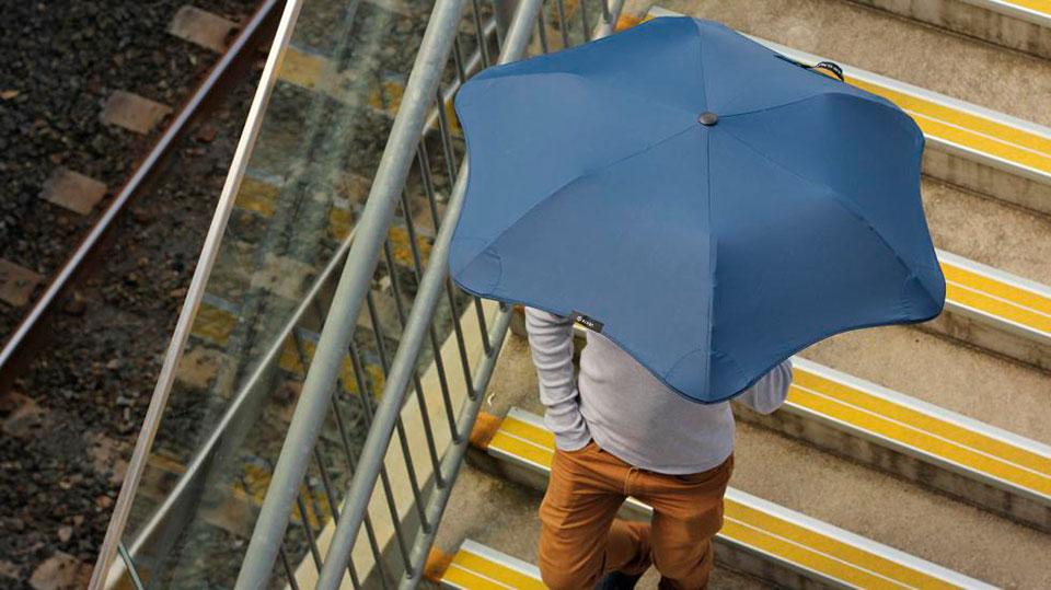 Зонт Blunt в действии