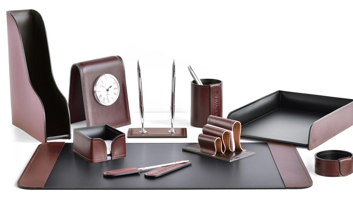 Категория наборы на стол руководителя в комбинированном варианте кожи LUX Full Grain цвет Brown и кожи Cuoietto цвет черный.