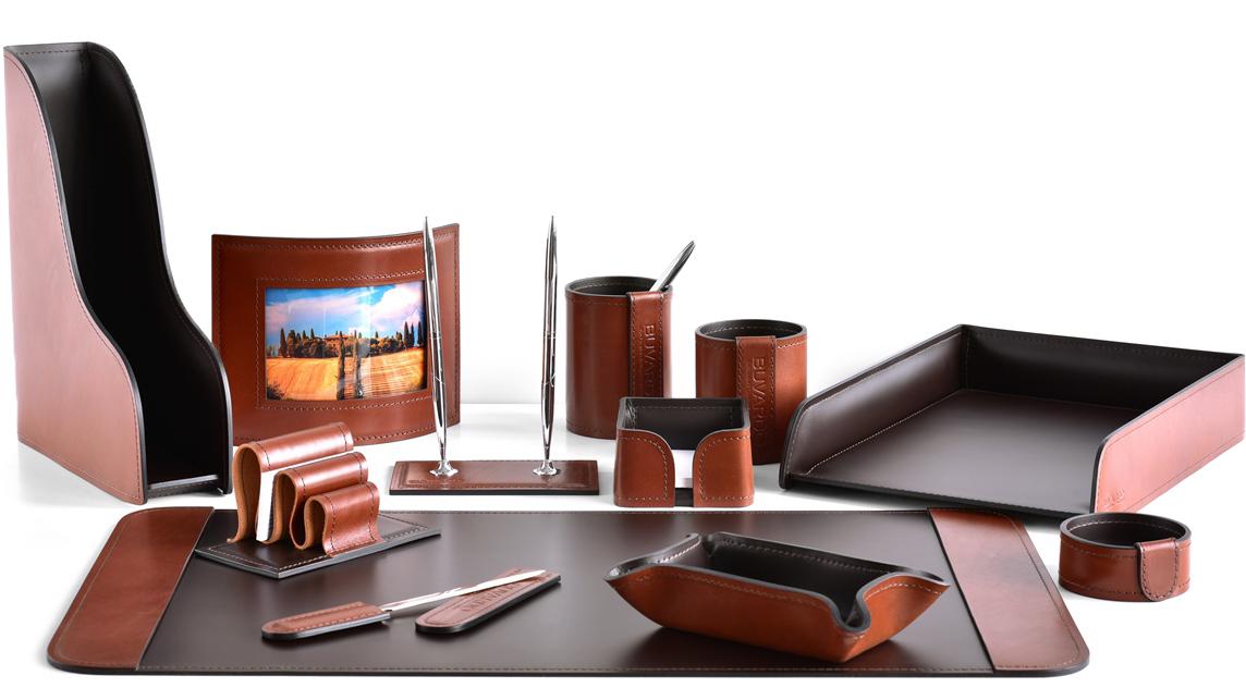 Категория наборы на стол руководителя в комбинированном варианте кожи LUX Full Grain цвет TAN и кожи Cuoietto цвет темно-коричневый шоколад.