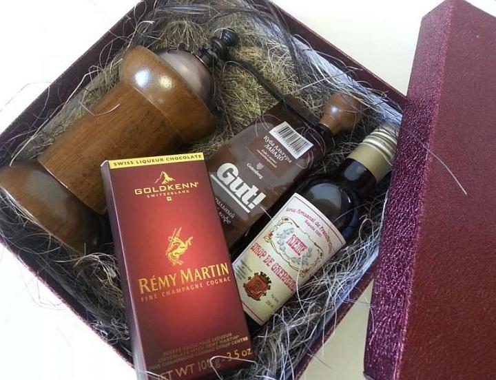 В комплекте часто продают подарочные наборы перед наступающими праздниками