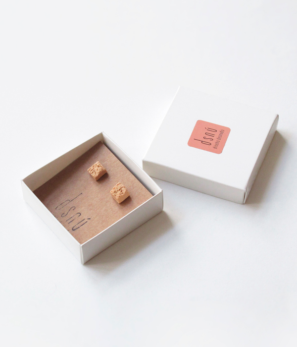 Серьги-Teirra-Pink-от-бренда-DSNU-упаковка-.jpg