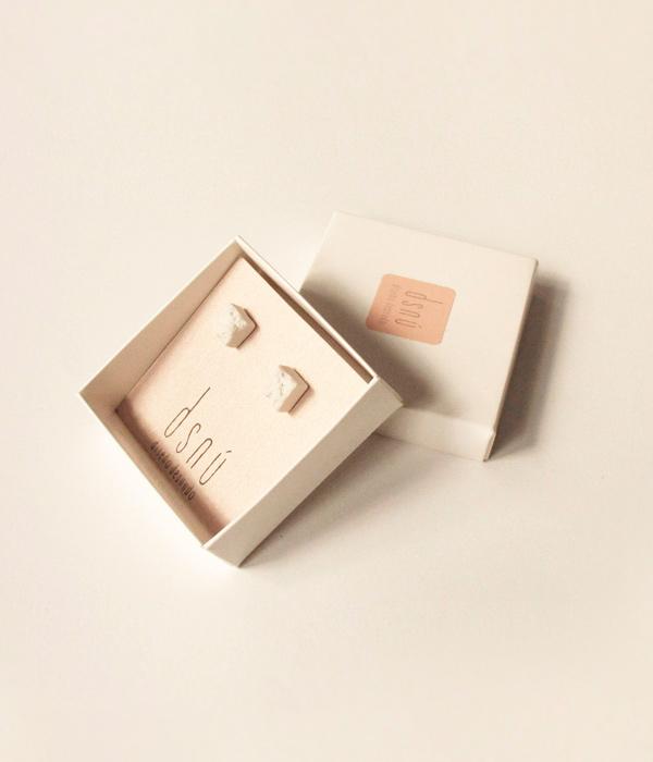 Серьги-Teirra-White-от-бренда-DSNU-упаковка.jpg