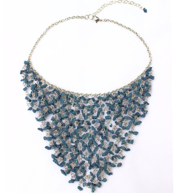 Массивное ожерелье из натуральных камней морского цвета
