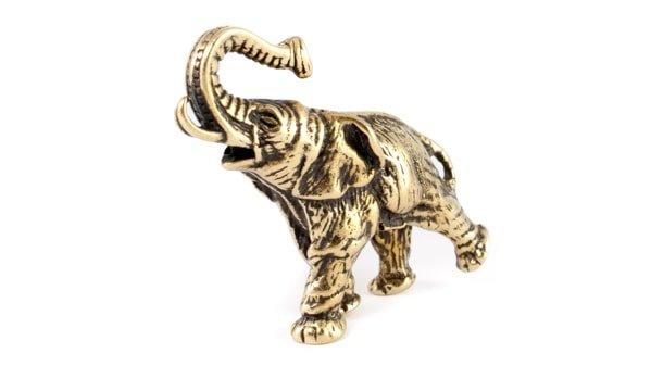 Бронзовый слон с поднятым вверх хоботом.