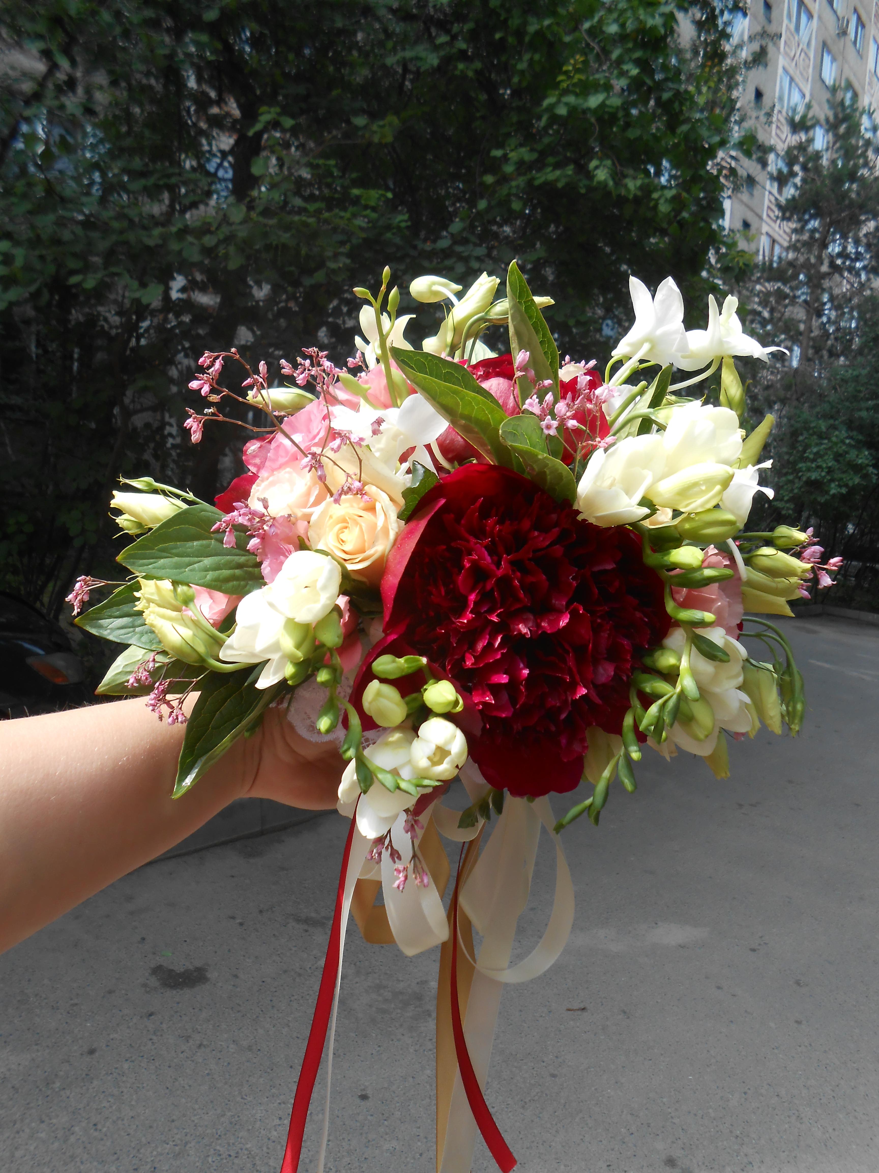 Букет_для_невесты_пионы_марсала.jpg