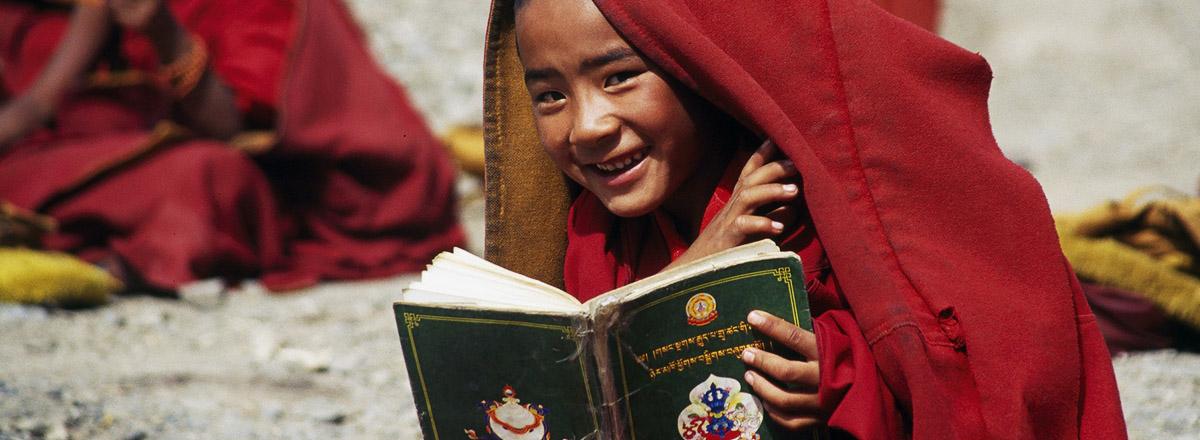 Монах улыбается