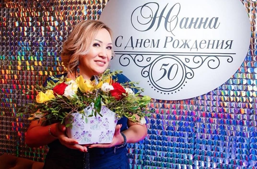 пресс_стена_на_юбилей_50_лет_в_Алматы.jpg