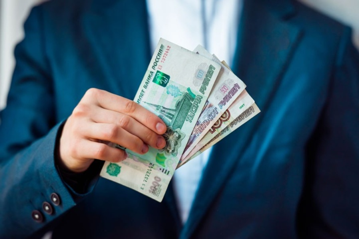 Уровень зарплаты не должен резко уменьшаться при сезонных спадах продаж