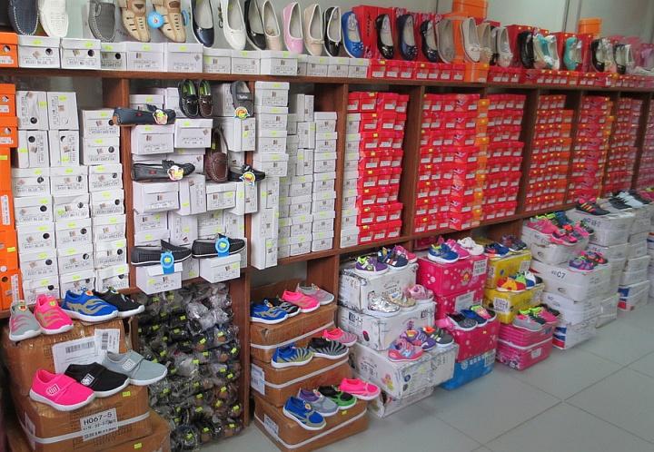 В условиях ограниченного пространства магазина сложно организовать удобный склад обуви