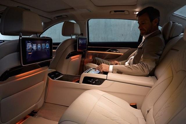 Управление интерьером BMW 7 с помощью Samsung планшета