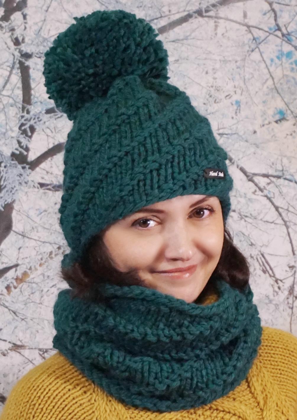 шапка вязаная женская спицами из толстой пряжи с диагональным узором