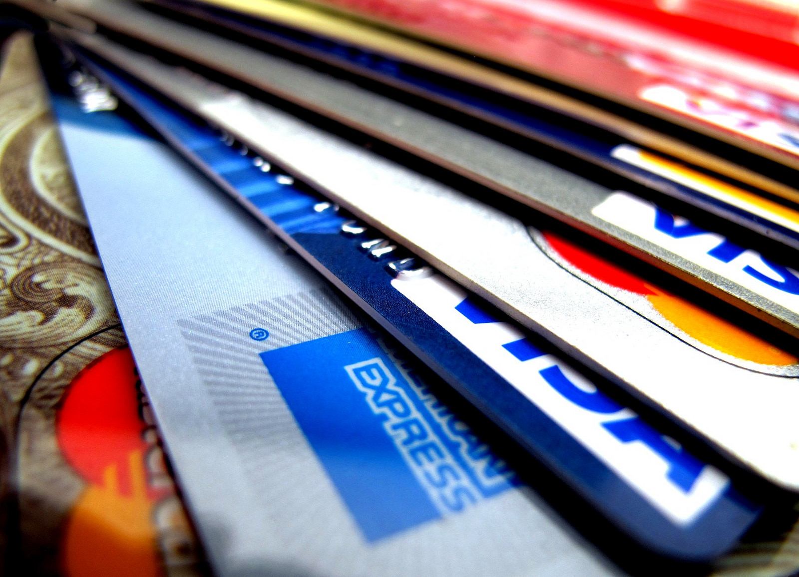 Кредитные карты отлично помещаются в визитницу