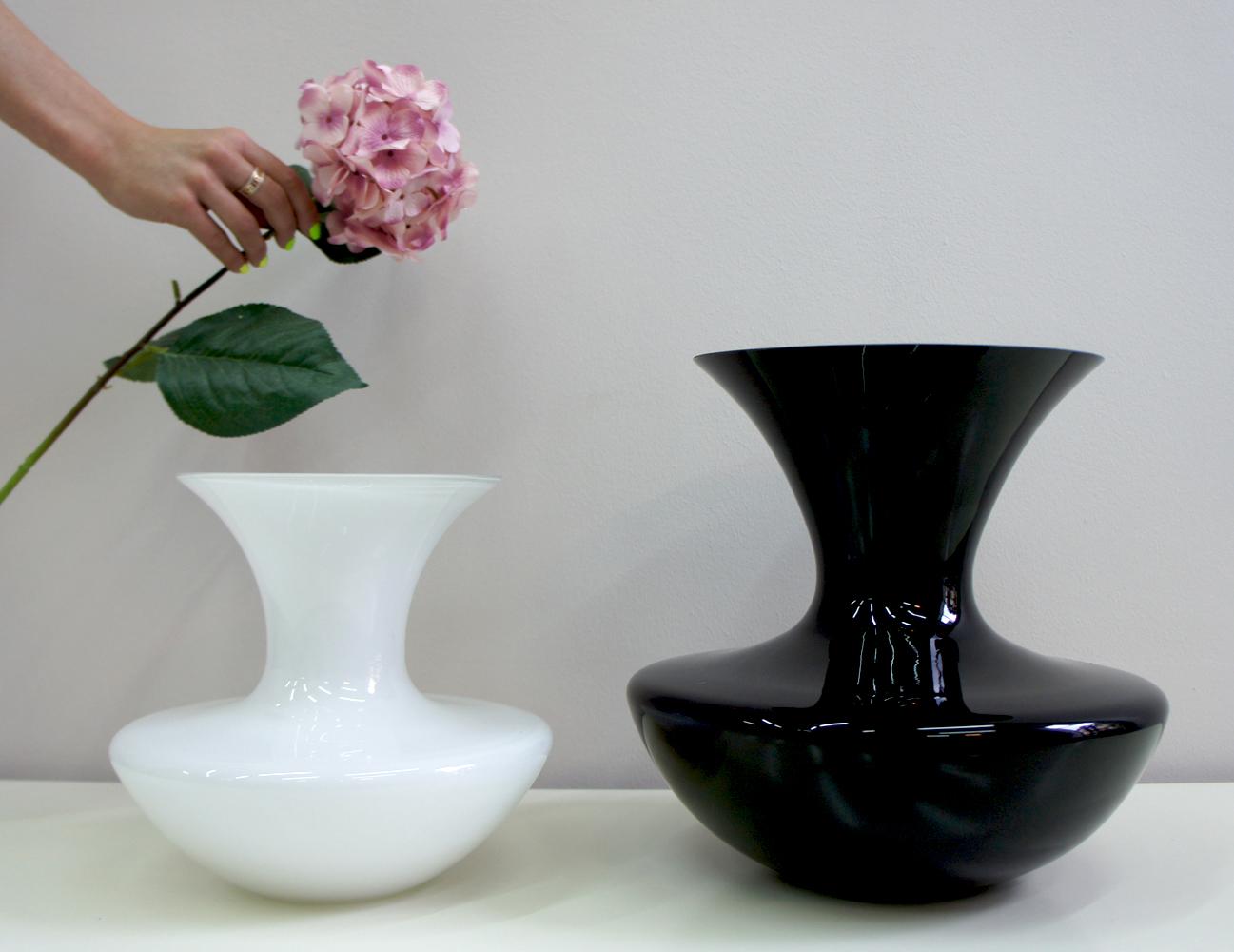 вазы черные белые