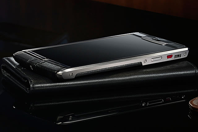 Vertu Signature Touch с фотокамерой Hasselblad